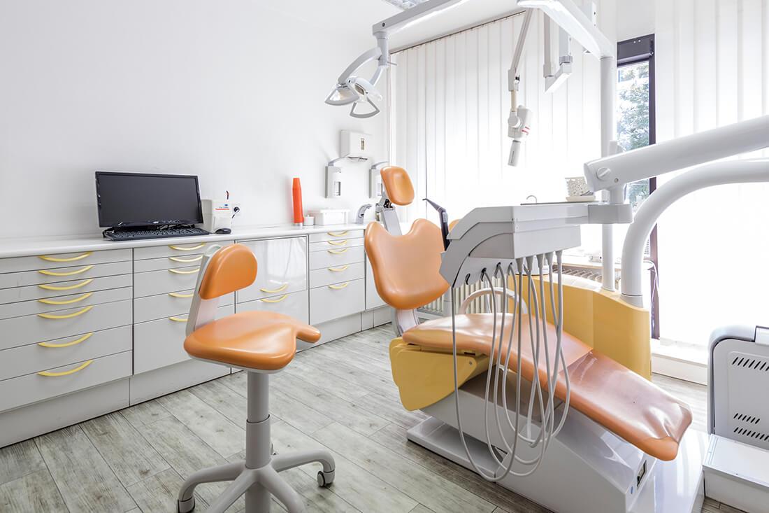 Zahnärztin Neuss - Sarem-Aslani - Behandlungsstuhl in unserer Praxis